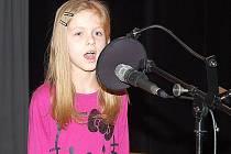 ZPĚV JI BAVÍ. Nela Říhová byla jedním z dětí, které se v soutěži Solasido probojovaly do finále.
