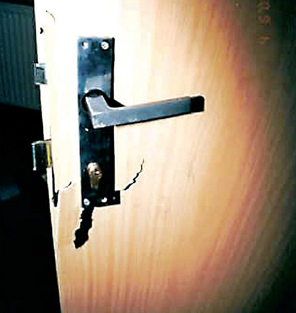 Vložkový zámek nebo papundeklové dveře nejsou pro zloděje žádnou velkou překážkou.
