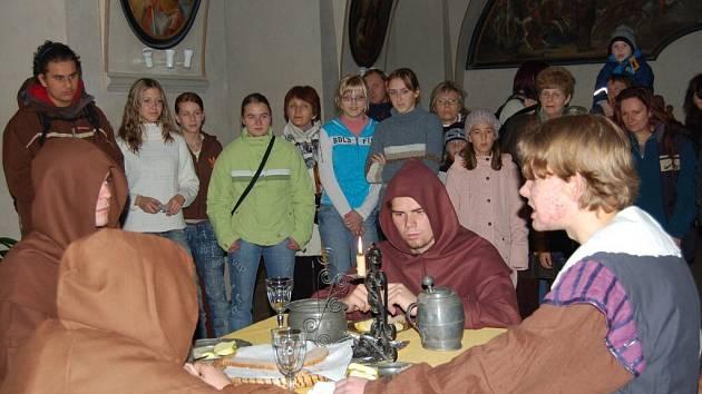 Tradiční noční prohlídky kláštera v Tachově navštívilo přes dvě stě lidí