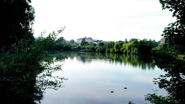 OKOLÍ MĚSTSKÉHO rybníka by mělo být v budoucnu krásnější. Vzniknout by mohla i in-line dráha.