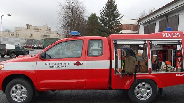 Profesionální hasiči dostali nového pomocníka Toyotu Hilux, která má 117 koní.