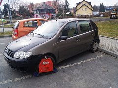 Ukradený automobil se ještě ve středu  nacházel v blízkosti tachovské sportovní haly.