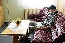 Obyvatelé soukromého penzionu i jejich návštěvy mají k dispozici mimo jiné i tuto kulturní místnost.