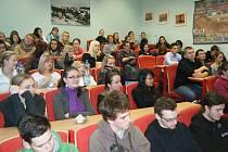 DESÍTKY STUDENTŮ Střední odborné školy Stříbro se seznámily s možnostmi pomaturitního studia v bavorském Weidenu.