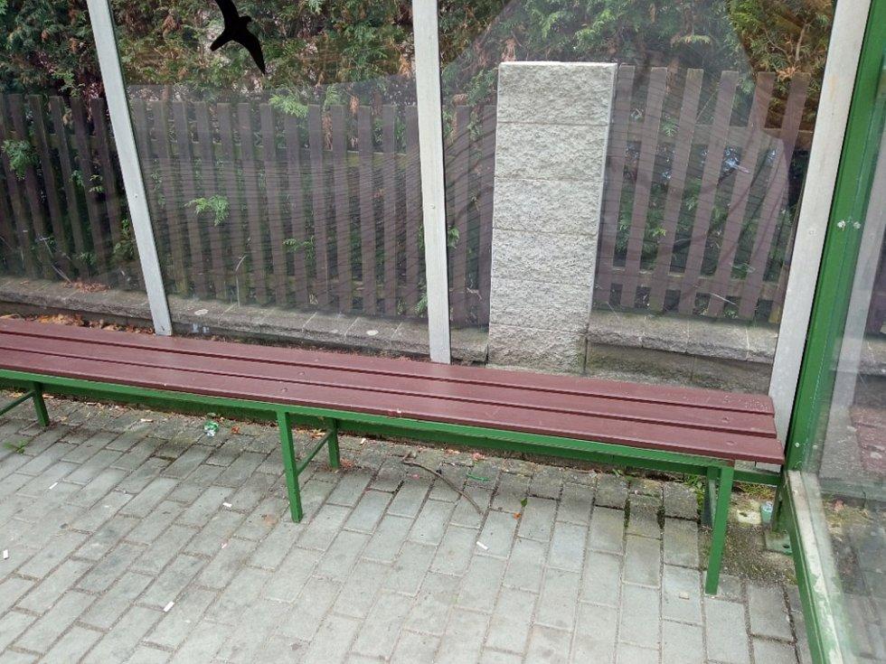 Kladrubské městské lavičky dostaly nový nátěr.