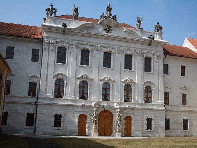 Kladrubský klášter je připraven na sezónu. Jak uvedl kastelán Milan Zoubek, na první letošní návštěvníky se tu těší už 31. března