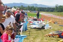 Letiště nad obcí Nový Dvůr se na několik dní stalo domovem modelářů z celé republiky.