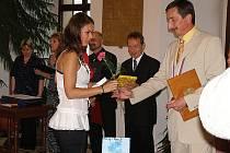 Absolventi stříbrského Gymnázia a Obchodní akademie úspěšně zakončili své studium a vyzvedly si svá maturitní vysvědčení.