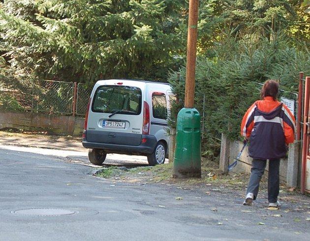 Nové značení uvítali především v mateřské školce. Doposud jim vadilo, že v době dopravní špičky a v úředních dnech nemohou s dětmi bezpečně přejít silnici.