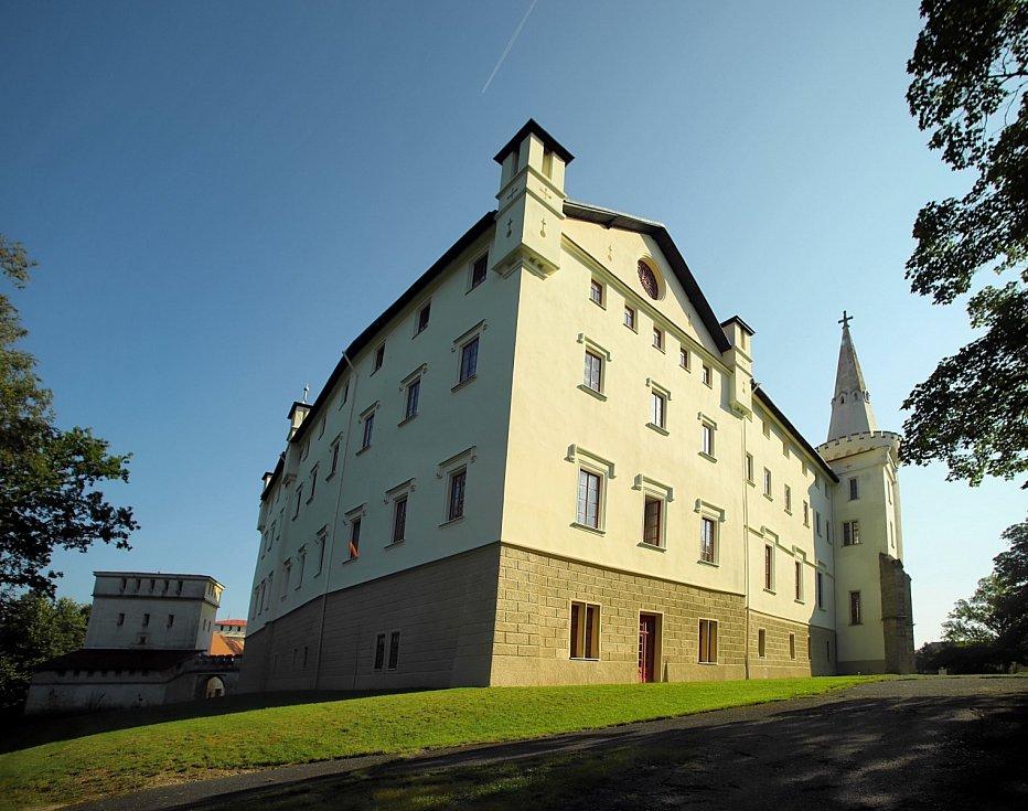 Zámek Borjehradpřestavěný nanovogotickýzámekvestejnojmenném městěvokrese Tachov.