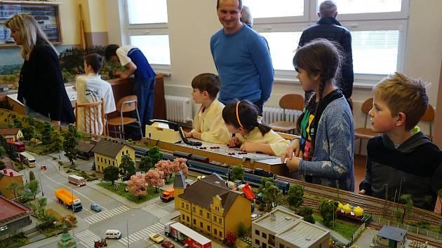 V prostorách Základní školy Zárečná se uskutečnila tradiční modelářská výstava. Ta navíc oslavila 110 let od vzniku autobusové dopravy v České republiky.