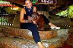 Katka Kalinová z Chomutova v parku Taman safari ve městě Cisaura na ostrově Jáva v Indonésii.