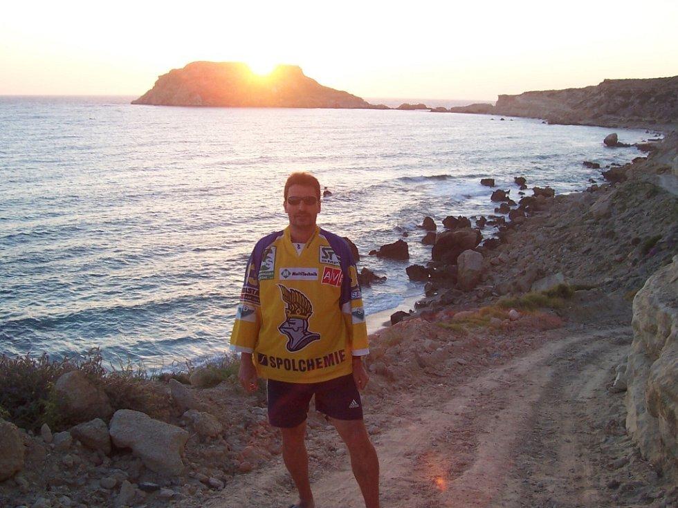 Snímek při západu slunce na řeckém ostrově Karpathos od Josefa Málka z Ústí nad Labem.