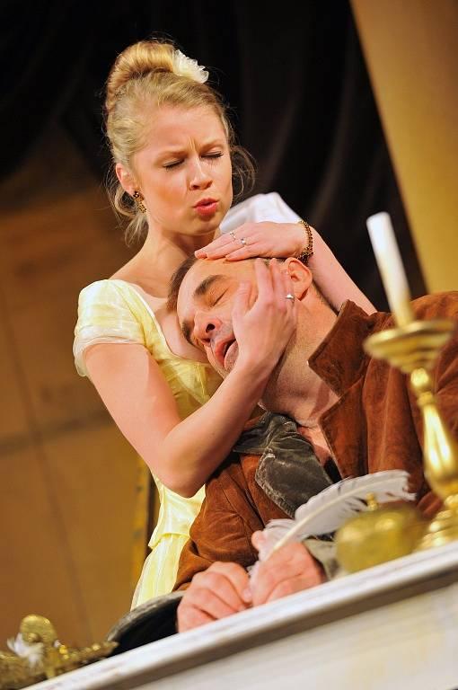 """Zbrusu novou komedií """"Heslo Morálka"""" přiveze do Docela velkého divadla Litvínov pražské Divadlo Palace."""