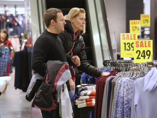 Nabídka zboží za nižší ceny ovládla většinu prodejen v OC Forum.