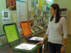 Výrobky z recyklovaných odpadů představuje výstava Brána recyklace v informačním středisku.