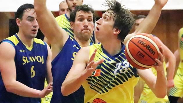 Sluneta USK Ústí n/L (žlutí) - Slavoj Litoměřice B (modří), 2. liga basketbal 2019/2020