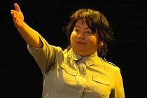 """Čínská herečka Jing Lu představuje v inscenaci """"Sólo pro Lu""""."""
