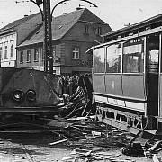 Historické snímky zachycují situaci po tramvajovém neštěstí na Bukově z 13. července 1947