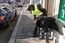 Chtěl spáchat sebevraždu, naštěstí potkal strážníky.