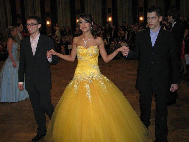 První maturitní ples v roce 2010 Střední školy elektrotechniky a spojů Stříbrníky.