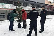 Strážníci si posvítili na vagabundy v ústecké ulici SNP