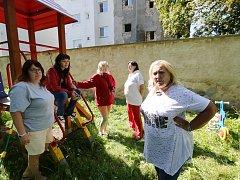 Ředitelka mateřské školky se děsí ze zříceného domu v sousedství.