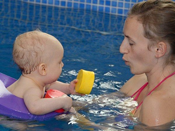 Maminky zÚstí nad Labem jezdí na plavání do Teplic, těší se na zrekonstruovanou halu Klíše.