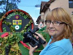 Alena Krejčová točila na vinobraní v Žernosekách.