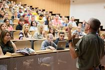 Etoped a pedagog Arnošt Smolík debatoval se studenty ústecké univerzity na téma autorita pedagoga.