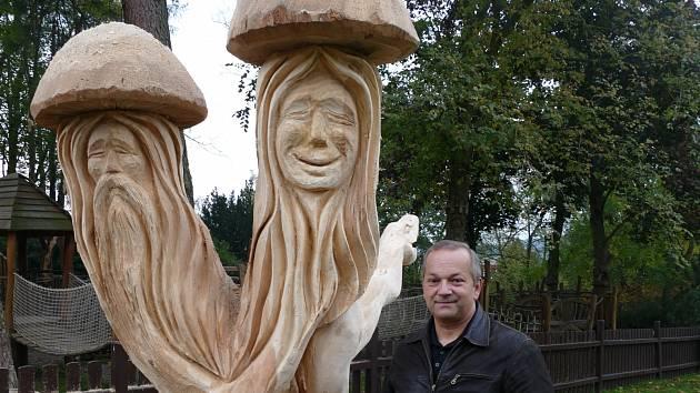 Park oživila dřevěná socha.