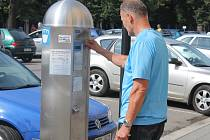 Za parkovné v Ústí si řidiči připlatí.