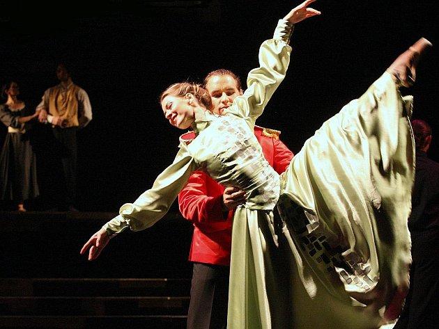 Simonu Christianovou jako Jessii a Pavla Enekeše jako důstojníka Detreye uvidíme v inscenaci Jessie a Morgiana. Morgiana bude vraždit v premiéře v pátek 21. října.