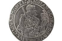 Největším vystavovaným celkem je poklad stříbrných mincí, který byl roku 1958 nalezen v obci Lipová.