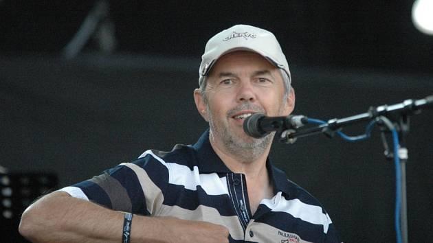 Ebeni bavili v létě i festival v Panenském Týnci. Odtud je také naše foto Marka Ebena.