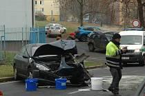 Dopravní nehoda ve čtvrtek krátce před půl jedenáctou dopoledne uzavřela ulici Klíšskou v Ústí.