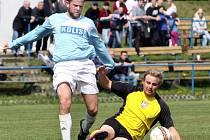 Fotbalistům Tisé (vlevo Kudrman) půjde o víkendu o všechno.