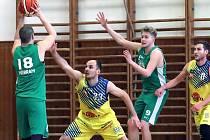 2- liga - Basketbalisté Slunety USK Ústí n/L (žlutí) přehráli BK Příbram (zelení) 116:65.