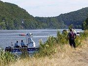 29 hasičských jednotek zasahovalo při likvidaci rozsáhlého požáru travního, lesního a polního porostu v blízkosti železniční tratě z Ústí nad Labem do Lovosic.