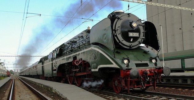 Nejrychlejší funkční parní lokomotiva na světě projela severem Čech.