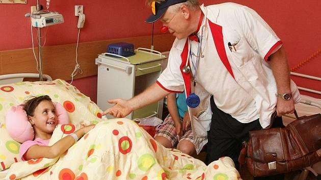 Doktor Cecil Krkavec a doktorka Filoména von Šmitec ordinovali na ústecké dětské chirurgii.