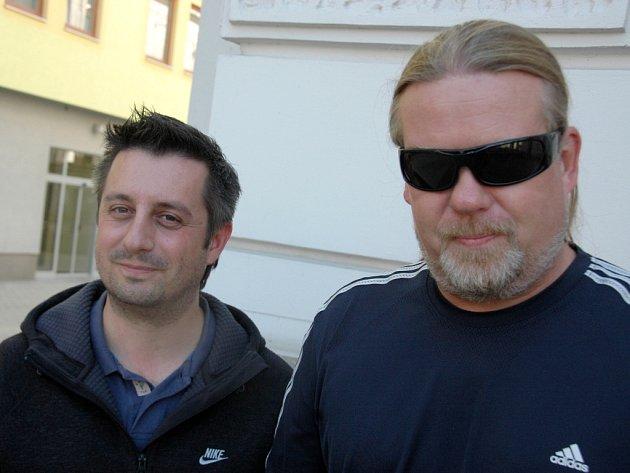 Luboš Machoň (vlevo) pořádá Ostrovní festival v Litoměřících, Milan Špalek je textař a baskytarista kapely Kabát, největší hvězdy akce.