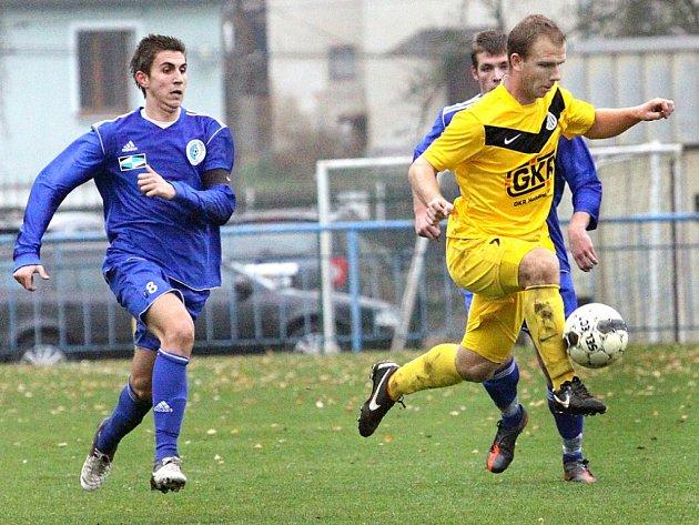 Fotbalisté Mojžíře (žlutí) doma porazili Srbice vysoko 4:1.