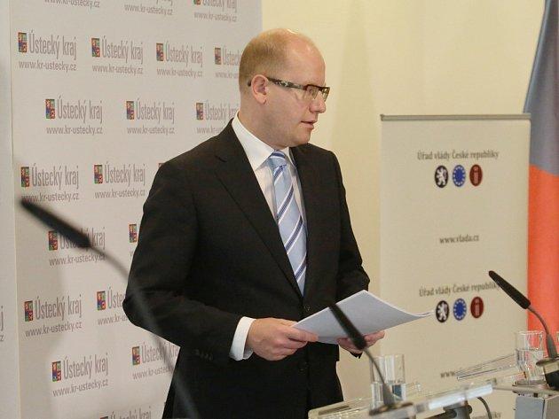 Tisková konference vlády v Ústí nad Labem.