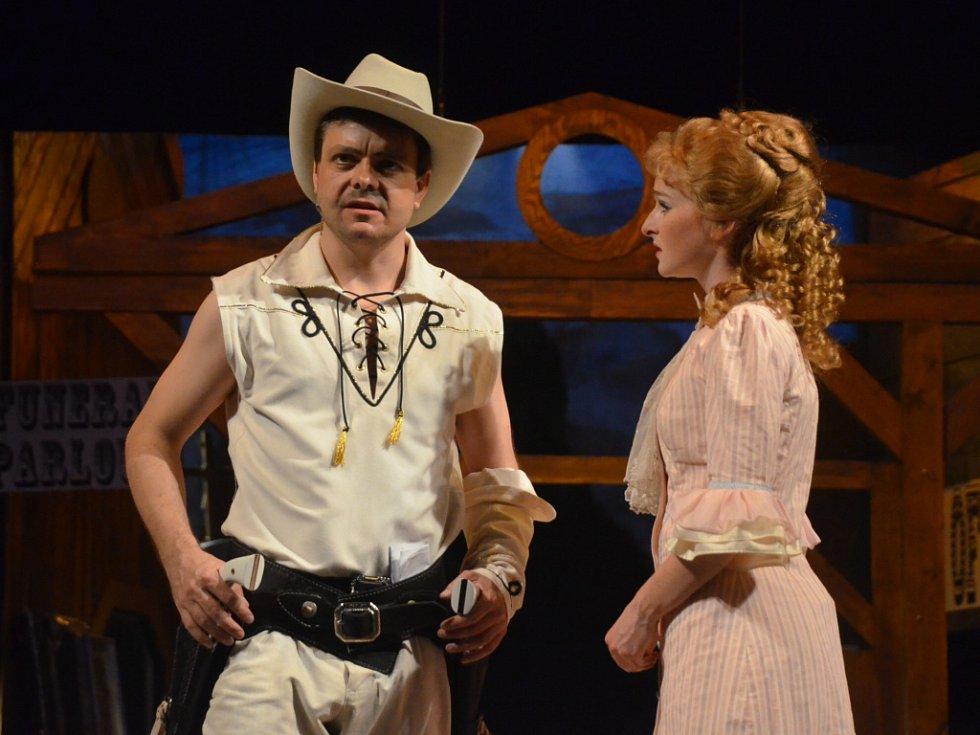 Limonádový Joe aneb Koňská opera v nastudování ústeckého divadla.
