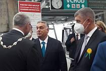 Maďarský premiér Viktor Orbán a jeho český protějšek Andrej Babiš u zámečku Větruše v Ústí nad Labem