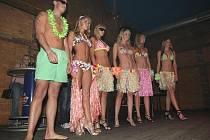 Topmodelky v rámci akce Celebrity módní show v čele s exVyVolenou Veronikou Fasterovou předvedly mimo jiné značkovou barevnou kůži, exkluzivní svítivé spodní prádlo a plavky pro příští léto.