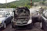 Požár auta v autobazaru v Přístavní ulici v Krásném Březně