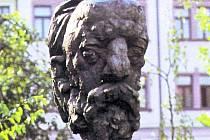 Busta slavného skladatele, která byla v ústeckém parku už v roce 1964.