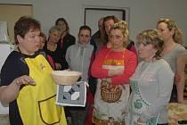 Nevšední kurz pečení chleba Pečem pecen uspořádalo občanské sdružení Chvojensko.